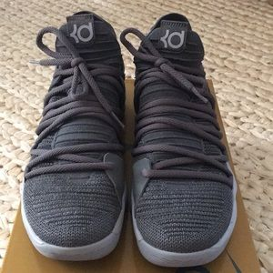 Brand New Men's KD10 Gray Nike Zoom shoes; Size 9